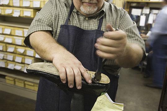 schoenmaker-reparatie-schoenen